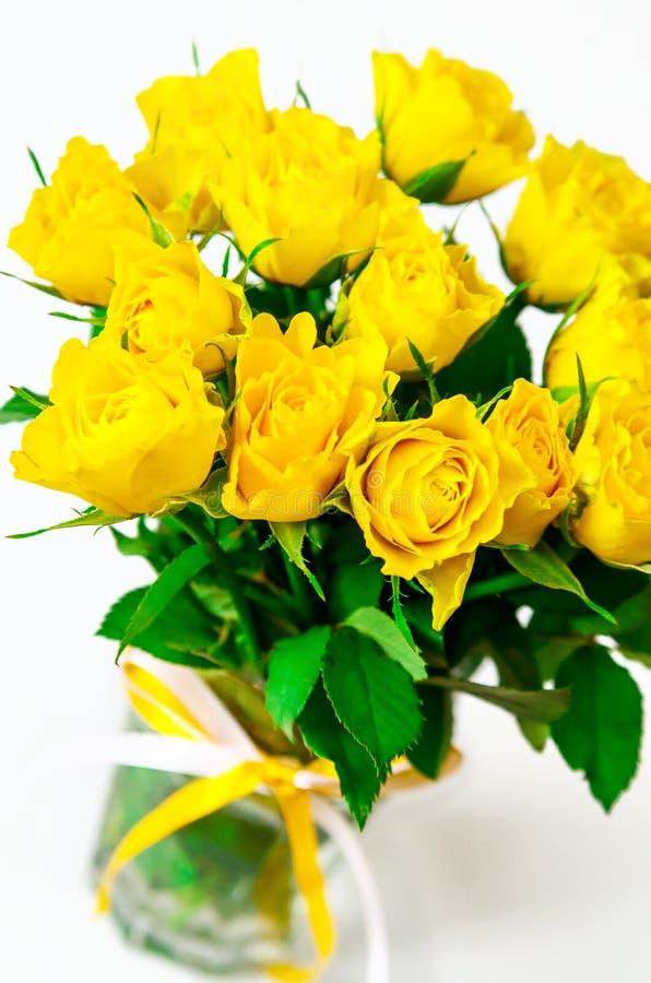 背景花束查出的玫瑰空白黄色 图库摄影