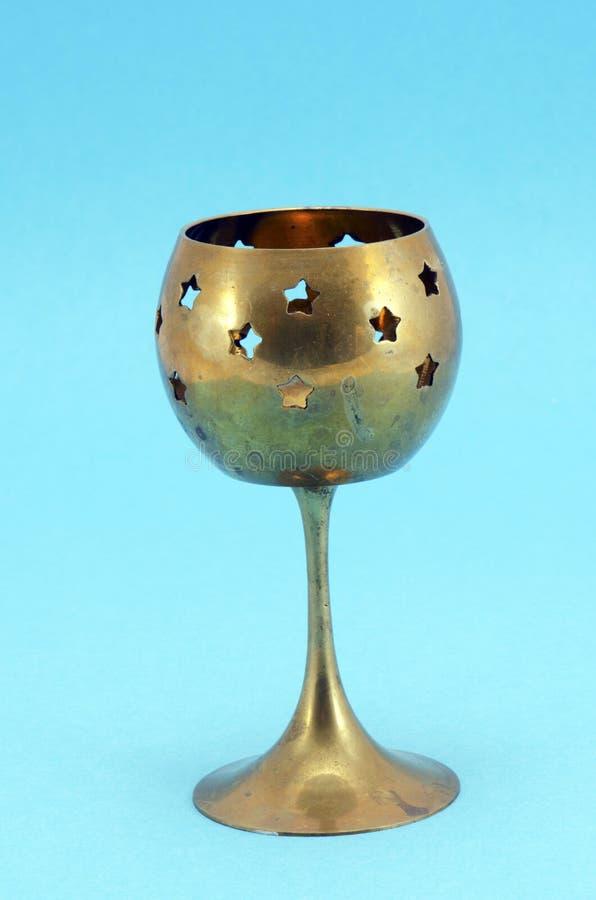 背景蓝色古铜色烛台玻璃 免版税库存图片