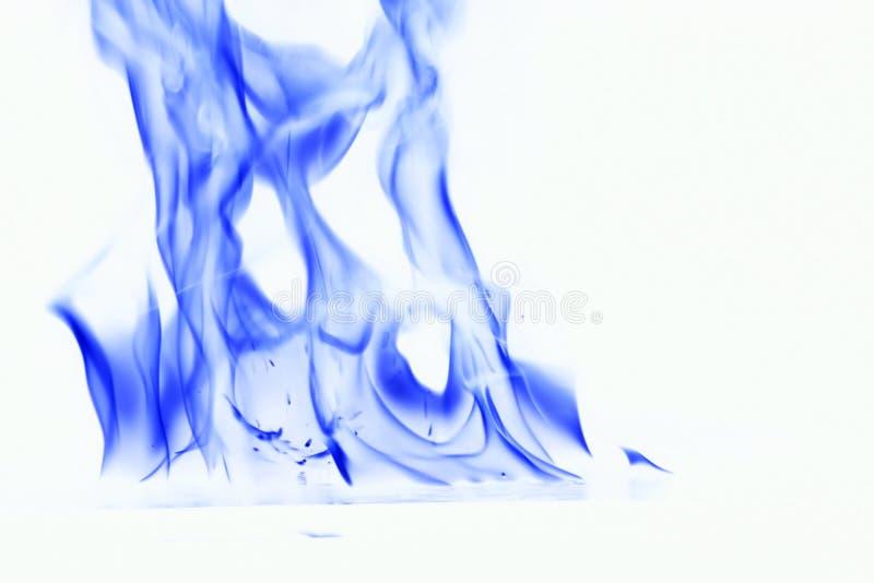 背景蓝色烟白色 在白色背景的火火焰 免版税库存照片