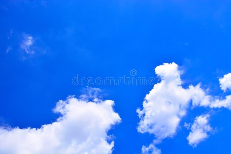 背景蓝色覆盖天空 库存图片