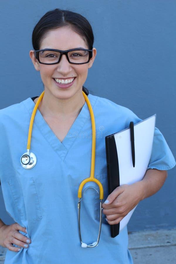 背景蓝色医生医疗超出微笑的听诊器 在蓝色背景 免版税库存图片