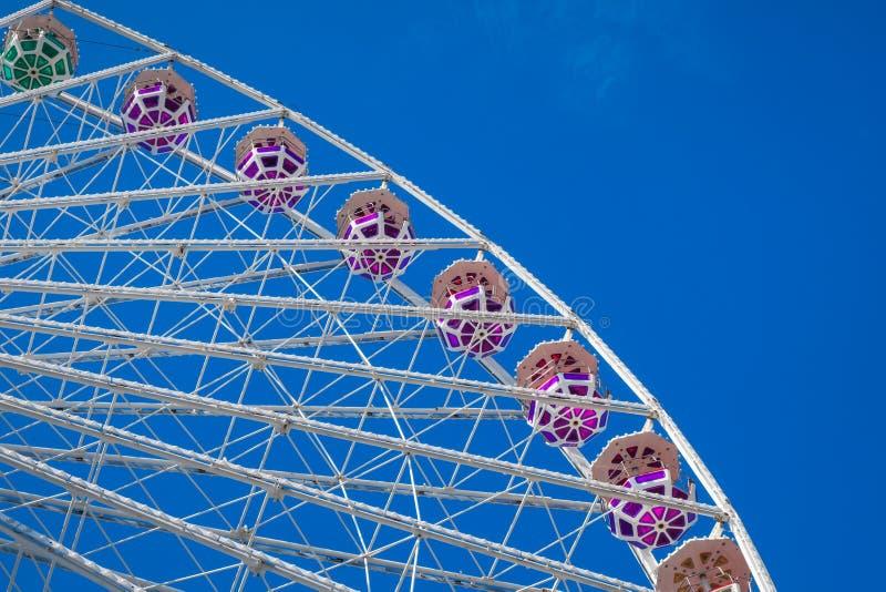 背景蓝色ferris天空轮子 免版税库存图片