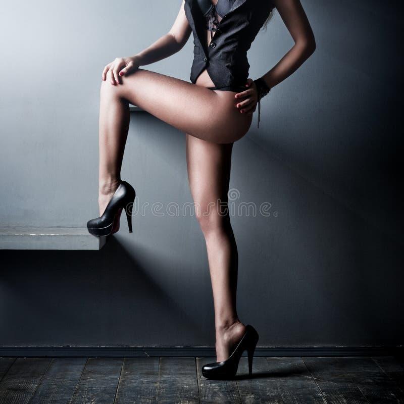 Download 背景行程性感的墙壁妇女年轻人 库存照片. 图片 包括有 性感, 淫荡, 女性, 典雅, 灰色, 有吸引力的 - 59104776