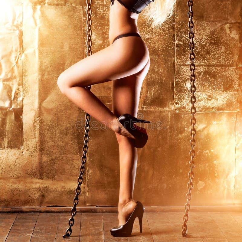 Download 背景行程性感的墙壁妇女年轻人 库存图片. 图片 包括有 欧洲, beauvoir, 白种人, 金子, 性感 - 59104863