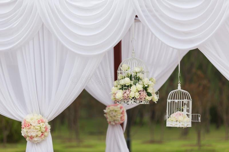 背景装饰详细资料高雅花邀请丝带婚礼 免版税图库摄影