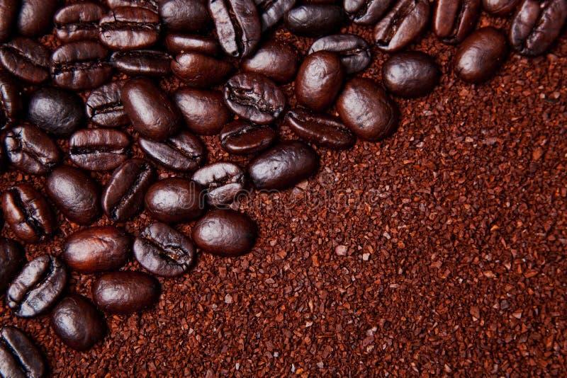 背景豆全部的咖啡渣 库存图片