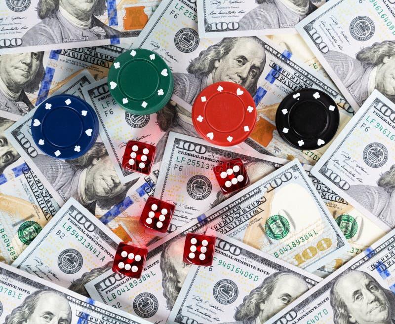 背景赌博娱乐场红色把美元票据切成小方块 图库摄影