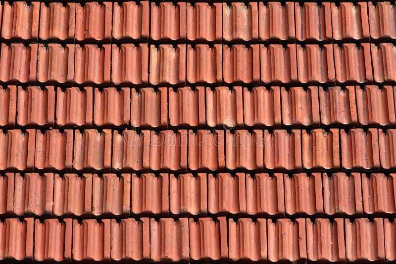 背景过时老红色屋顶纹理瓦片瓦片 免版税库存照片