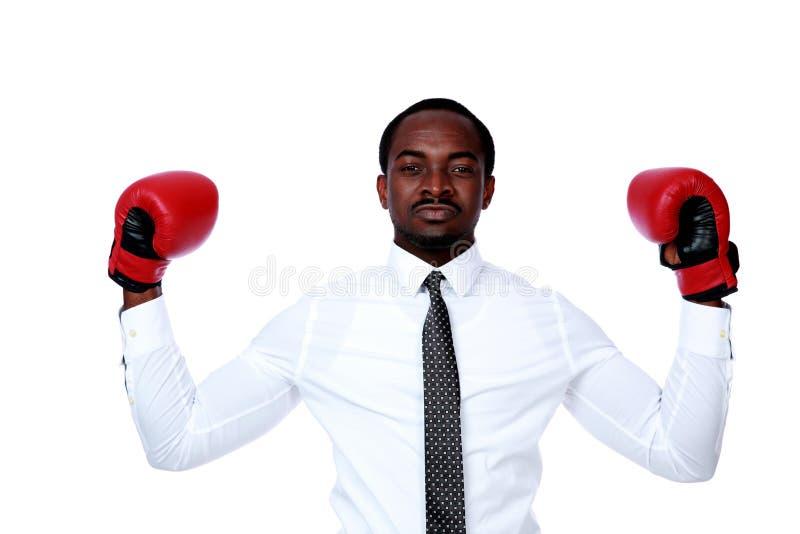 背景递他的查出的手套的拳击生意人提高了白色 图库摄影