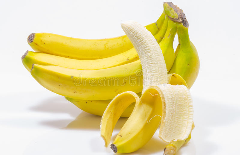 背景香蕉束查出的白色 免版税库存照片