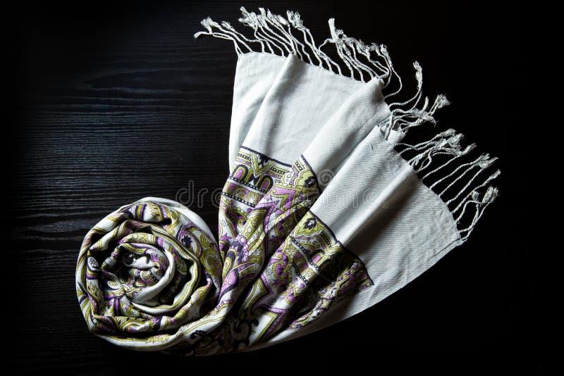 背景黑色开士米围巾 免版税库存图片