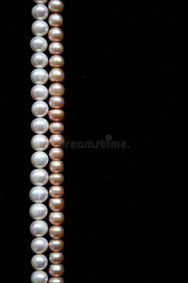 背景黑色珍珠变粉红色白色 免版税库存图片