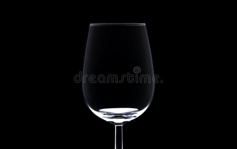 背景黑色葡萄酒杯 免版税库存照片