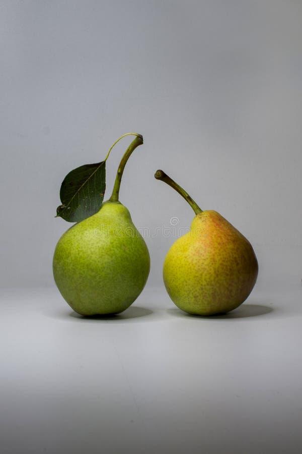 背景,两个梨 免版税图库摄影