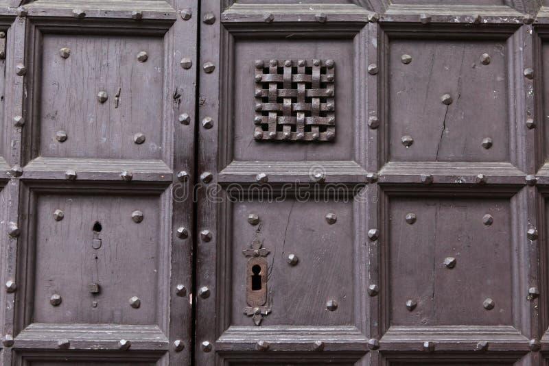 背景:老木门 样式中世纪欧洲& x28; France& x29; 免版税库存图片