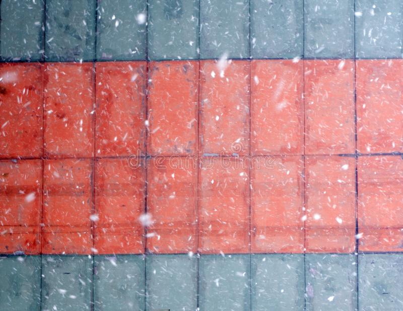 背景-与红色,蓝色,紫罗兰色和紫色颜色的明亮的淡色白垩 免版税图库摄影