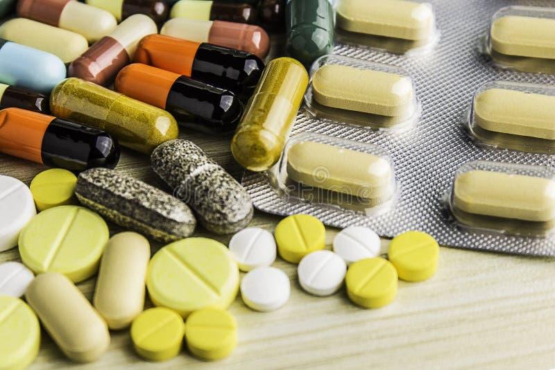 背景 治疗疗程的药物处方 配药药剂,治疗健康 药房题材,胶囊药片与 库存图片