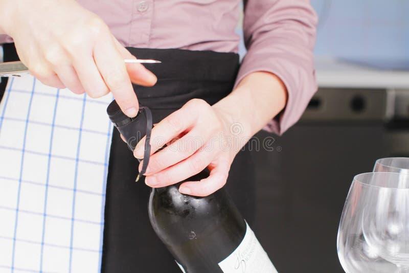 背景玻璃瓶空缺数目酒 免版税库存照片