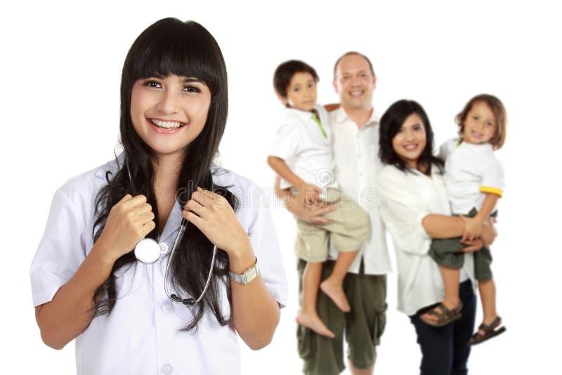 背景医生查出的医疗超出微笑的白色 家庭医疗保健概念 免版税库存照片