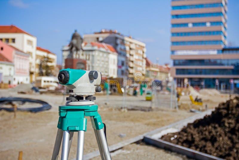 背景建筑器材挖掘机调查的基础设施项目 免版税库存照片