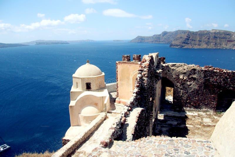 背景blured九重葛巡航希腊海岛santorini船视图火山 免版税库存照片