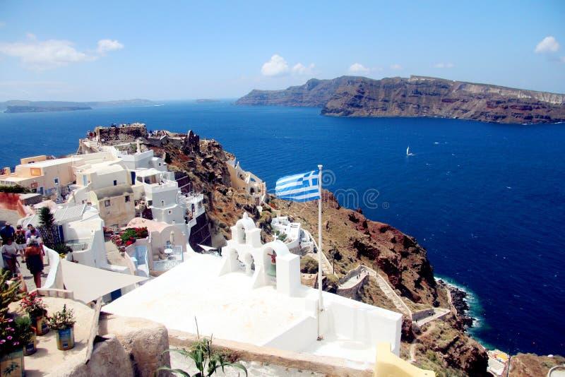 背景blured九重葛巡航希腊海岛santorini船视图火山 免版税库存图片