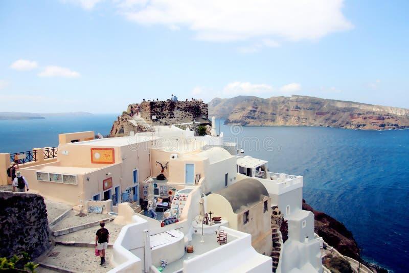 背景blured九重葛巡航希腊海岛santorini船视图火山 库存图片