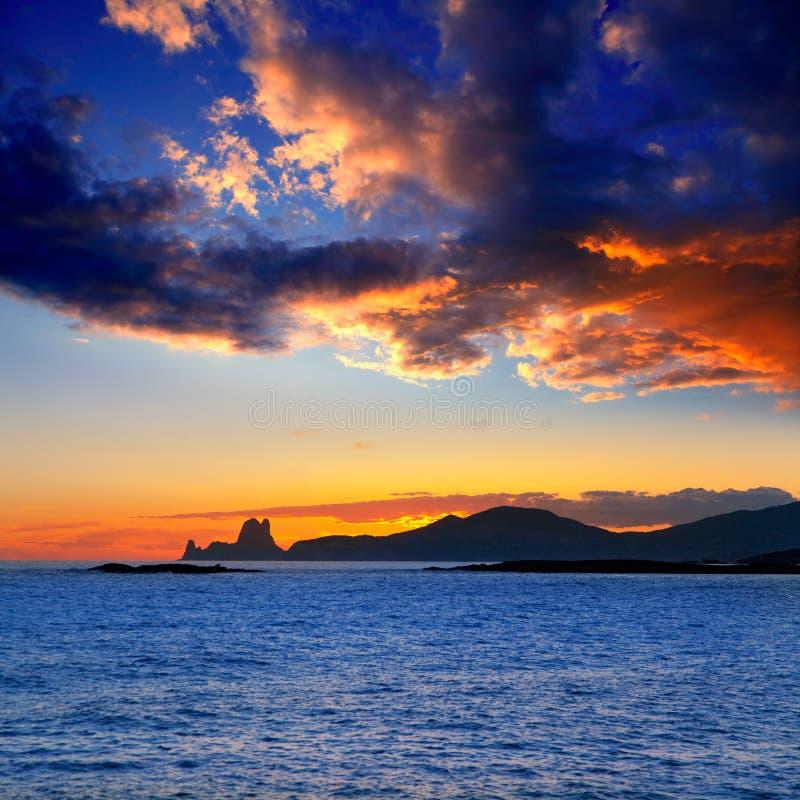 背景ES ibiza海岛日落vedra 免版税图库摄影