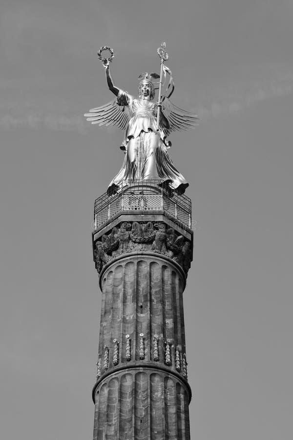 胜利专栏Siegessäule,柏林,德国德国古铜色维多利亚雕塑一个图解看法  库存照片