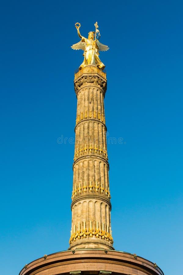 胜利专栏Siegessaule在蓝天的柏林,德国柏林蒂尔加滕 免版税库存照片