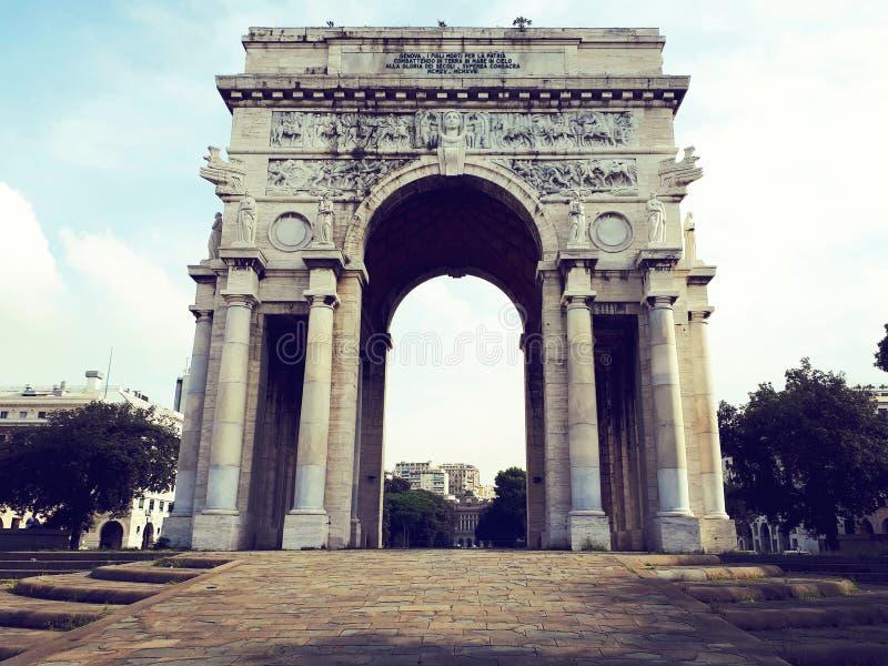 胜利弧在广场della vittoria的热那亚 库存照片