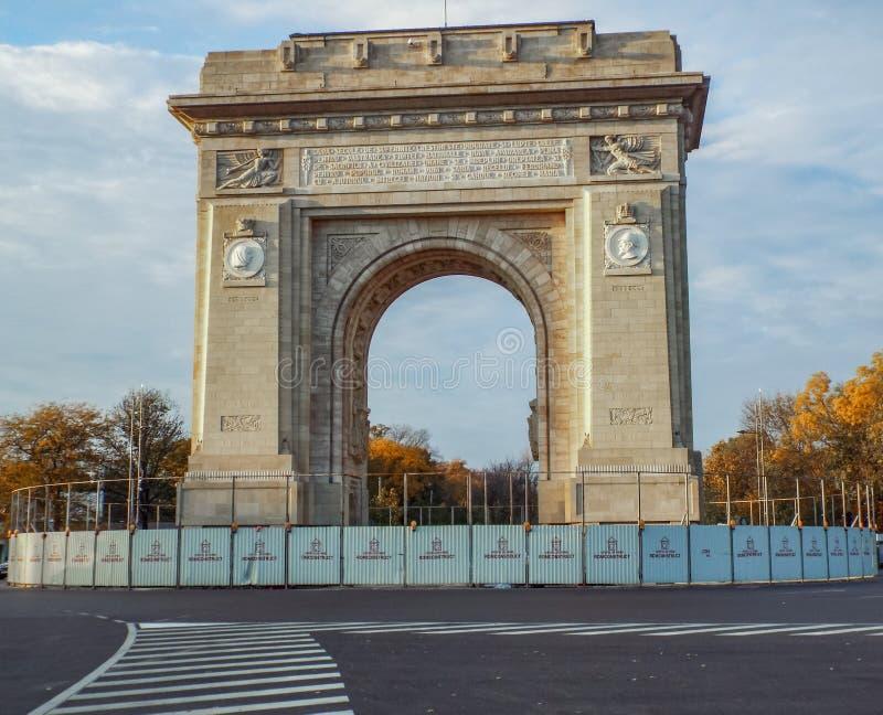 胜利曲拱从布加勒斯特的 免版税库存照片