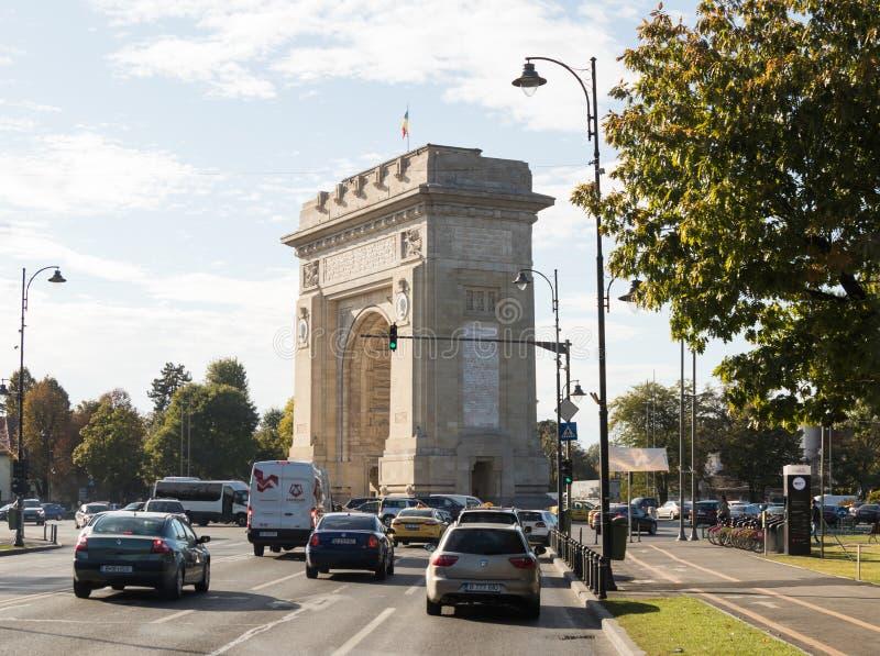 胜利曲拱- 26m花岗岩曲拱被修造以记念WWI队伍,与城市视图的内部台阶在凯旋门S 图库摄影
