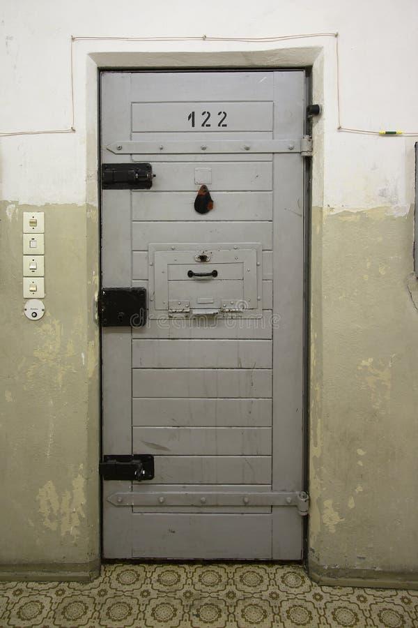 细胞门在史塔西监狱,柏林 免版税库存图片