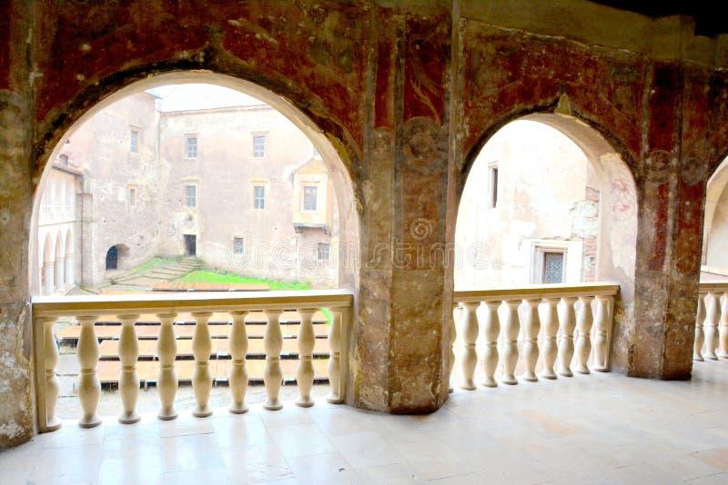 胡内多阿拉城堡庭院,称Corvin城堡在Transilvania 免版税库存图片