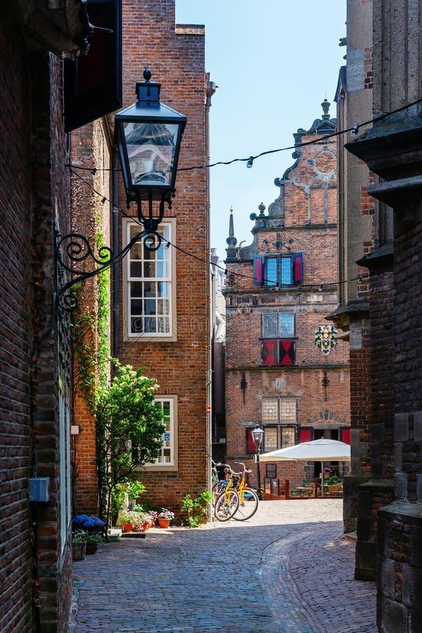 胡同在奈梅亨,荷兰历史老镇  免版税库存图片
