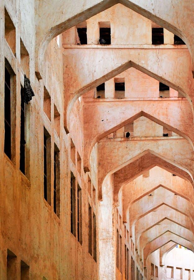 胡同屋顶和迷宫在Souq Waqif,多哈,卡塔尔 库存图片