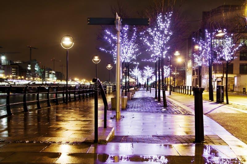 胡同蓝色城市被阐明的晚上 免版税库存照片