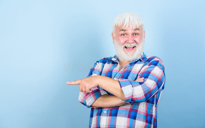 胡子和面毛关心 理发店美发师理发 灰色头发 典型的祖父 情感成熟行家 免版税库存照片