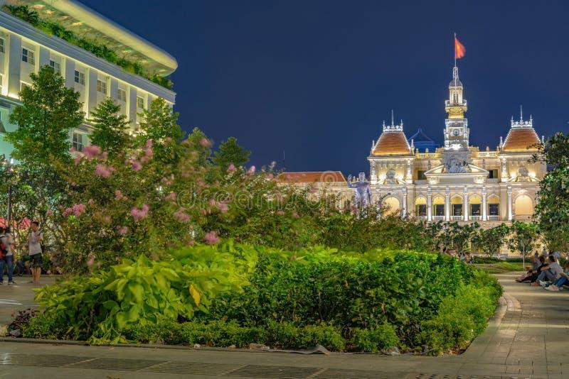 胡志明市越南步行街道在晚上 免版税库存照片