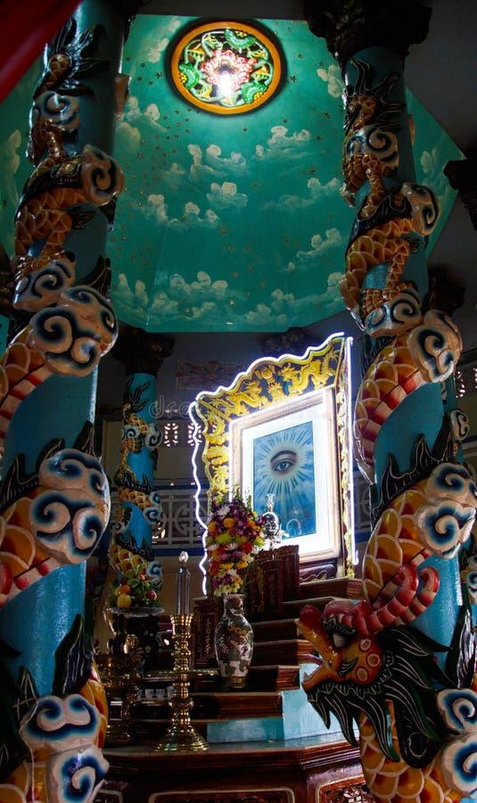 胡志明市,越南- 1月5 2015年:提出上帝的眼睛的有启发性球形在Cao戴把神的眼睛留在 免版税库存图片