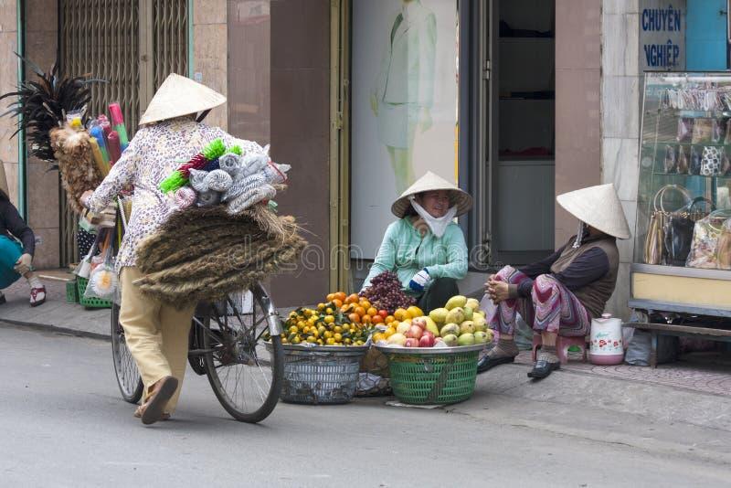 胡志明市, VIETNAM-NOV第3 :摊贩  免版税库存照片