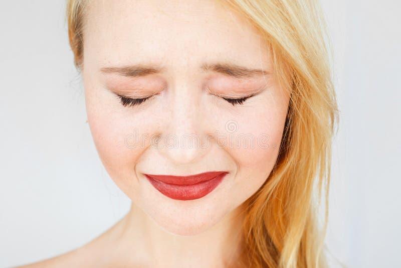 胡萝卜色哭泣的妇女画象  免版税库存图片