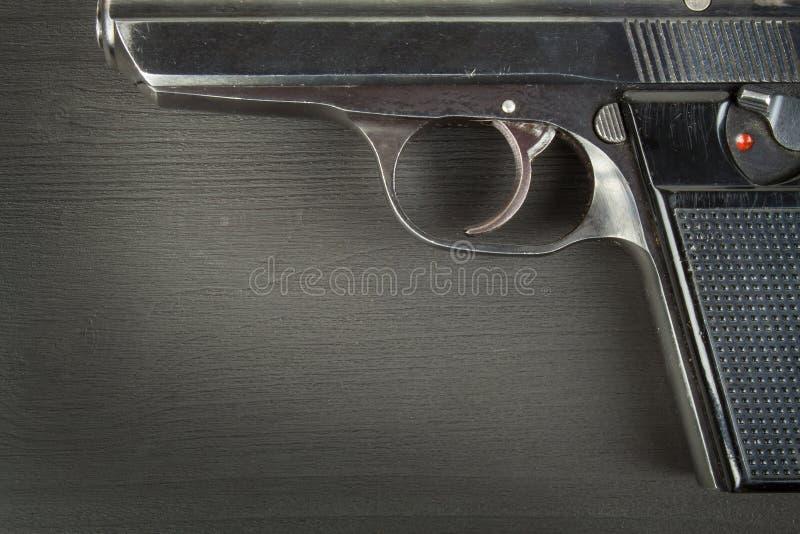 胳膊向右转 军备控制 在枪的细节 您的文本的地方 火器销售  图库摄影