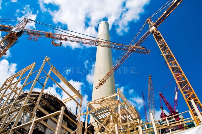 能源厂和起重机 库存图片