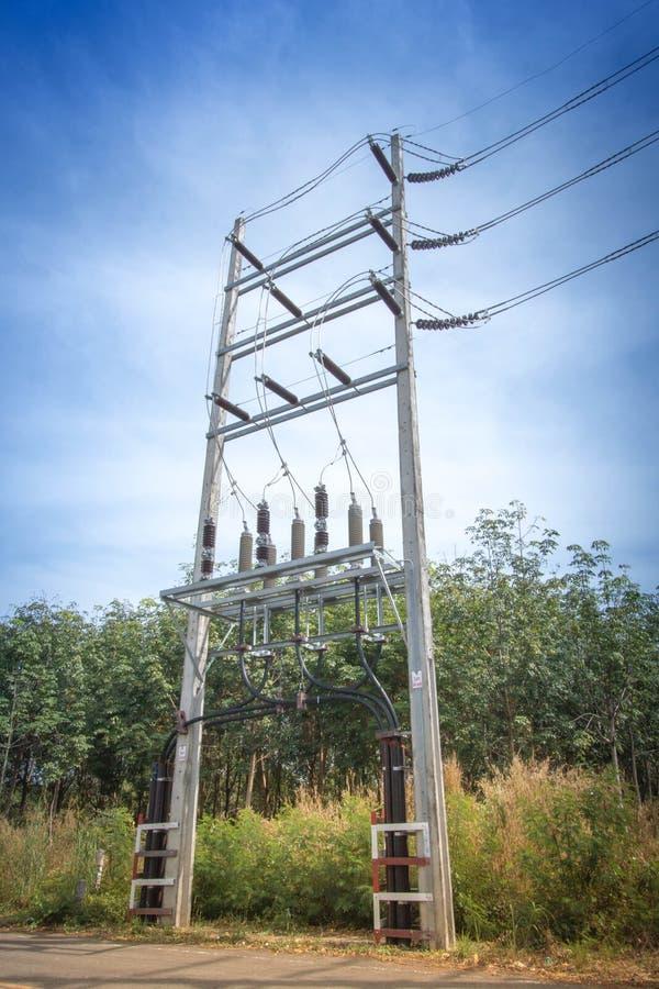 能源厂照明设备暮色照片  免版税图库摄影
