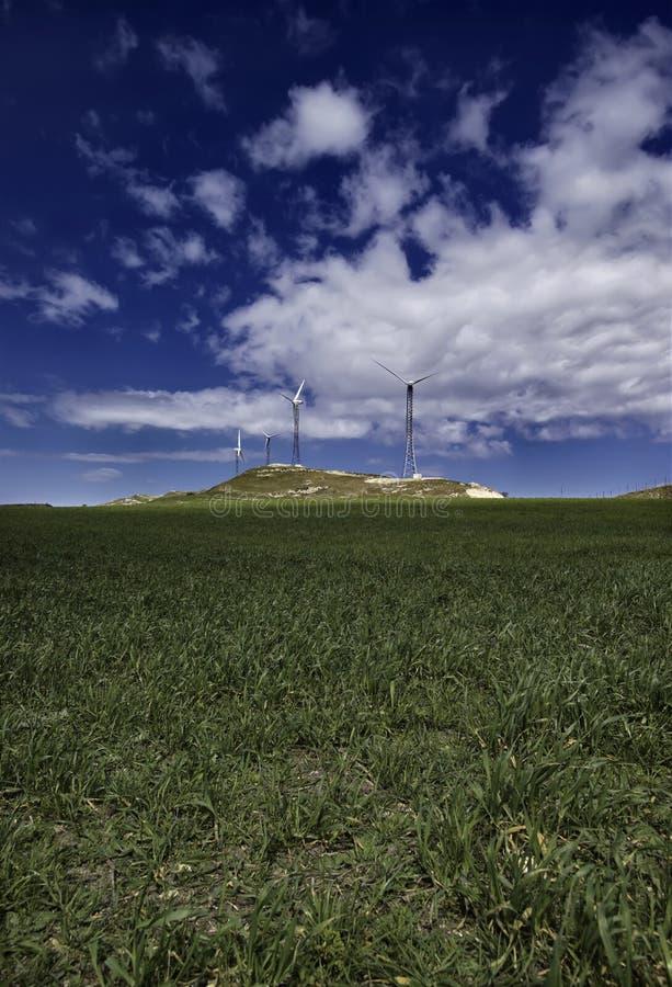 能源eolic意大利西西里岛涡轮 库存照片