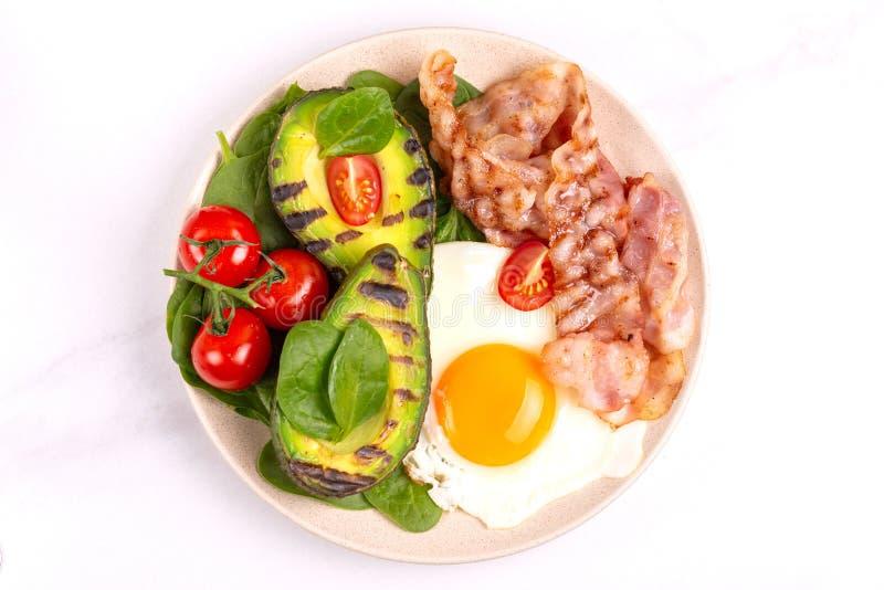 能转化为酮的饮食 低碳高脂肪早餐健康食品概念 库存图片
