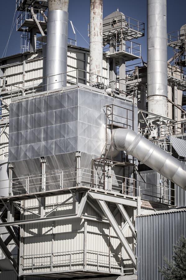 能量、管道和塔,重工业概要 图库摄影