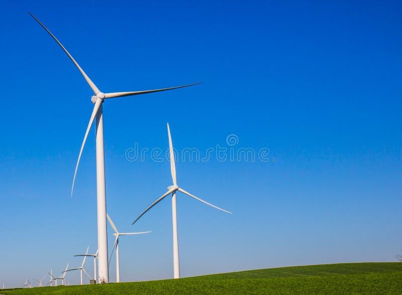 能量制造风车行  图库摄影
